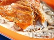 Рецепта Печено агнешко месо с гъби в сос от сметана и вино